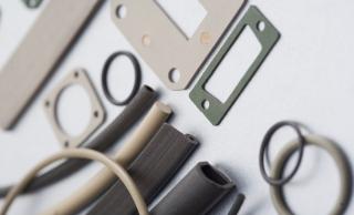 Z domieszką, przewodzące elastomery EMC, przewodząca guma EMC, wytłaczany silikon wypełniony opiłkami srebra i miedzi, przewodzące O-ringi, uszczelka ekranujące EMC, przewodzący silikon, silikon z drobinkami niklu, uszczelka do ekranowania, silikonowa przewodząca guma